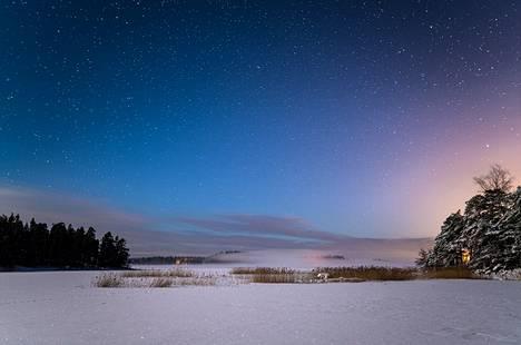 """""""Kirkas pakkasyö ja pieni usvapilvi. Kuu ja tähdet valaisivat maisemat niin, että kulku ilman taskulamppua onnistui hienosti."""""""