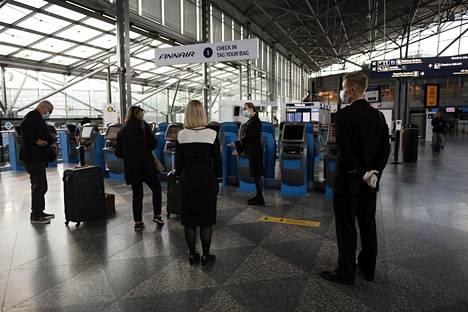 Finnairin työntekijöiden keskuudessa vallitsi tiistaina epätietoisuus.