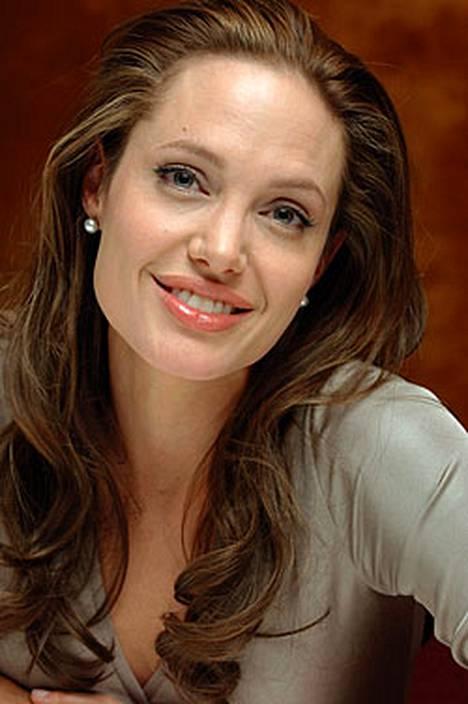 Näyttelijätär Angelina Jolie kehuu miestään Bard Pittiä hyväksi kumppaniksi.