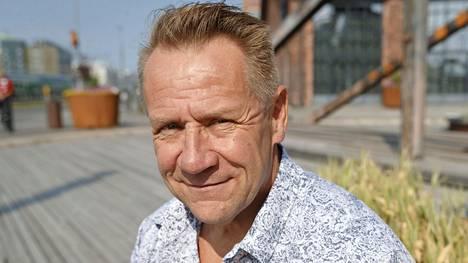 Edesmenneen Olli Lindholmin luotsaaman Yö-yhtyeen nimi oli lipsahtanut turkulaisfestarin mainokseen.
