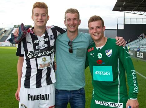 Veljekset Matej (vas.), Lukas ja Tomas yhdessä Turun Kupittaalla kesäkuussa 2014.