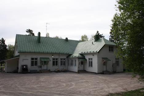 Röylän koulun vanhin osa on rakennettu vuonna 1917, kaksi vuotta edellisen koulurakennuksen palamisen jälkeen.