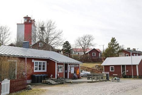 Kauppa on auki Utössä vain kaksi tuntia vuorokaudessa.