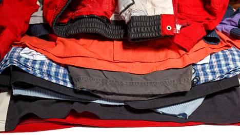 Vaateketjuista ainakin Lindex, KappAhl, H&M, Seppälä sekä Helsingissä toimiva kierrätyskauppa Recci ottavat vastaan yksityishenkilöiden tekstiilejä, HS kirjoittaa.