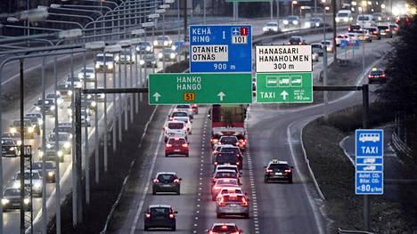Suomessa liikenteen osuus kasvihuonekaasujen päästöistä on noin 20 prosenttia.