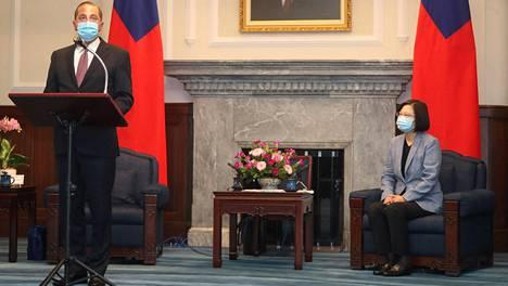 Yhdysvaltain terveysministeri Alex Azar tapasi Taiwanin presidentin Tsai Ing-Wenin.