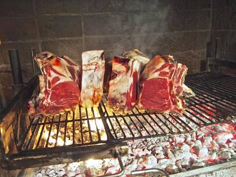 Mehevät rasvaiset ruhonosat ovat parhaita grillissä.