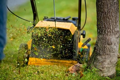 Bensakäyttöiset ruohonleikkurit kuuluvat metalliromunkeräykseen.