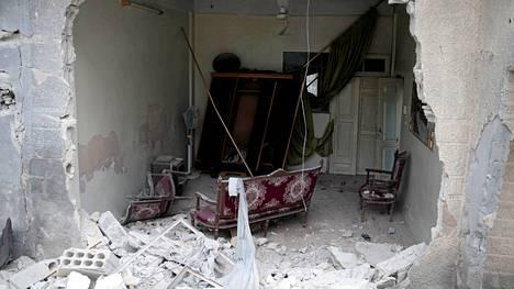 Douman esikaupunki lähellä Damaskosta on tuhoutunut pahoin taistelussa hallituksen ja kapinallisten välillä.