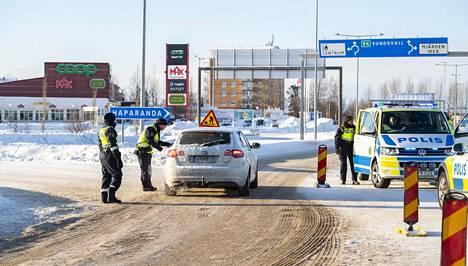 Ruotsin poliisi on käännyttänyt tavallista enemmän autoilijoita takaisin Suomeen hiihtolomakauden aikana.