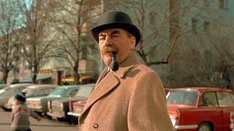 Joel Rinne karismaattisena komisariona neljännessä elokuvassa Vodkaa, Komisario Palmu. Kriitikot nostivat vuonna 2012 ensimmäisen Palmun kaikkien aikojen parhaaksi kotimaiseksi elokuvaksi.