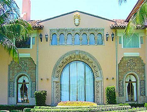 Talo Mar-a-Lagossa on ulkoa ja sisältä ylellisesti koristeltu.