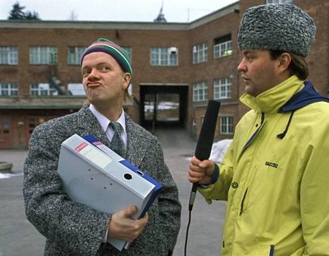 Tämä vuodelta 1992 oleva Kummeli-jakso sai jäädä nähtäväksi Yle Areenassa. Vasemmalla Heikki Silvennoinen, oikealla Olli Keskinen.