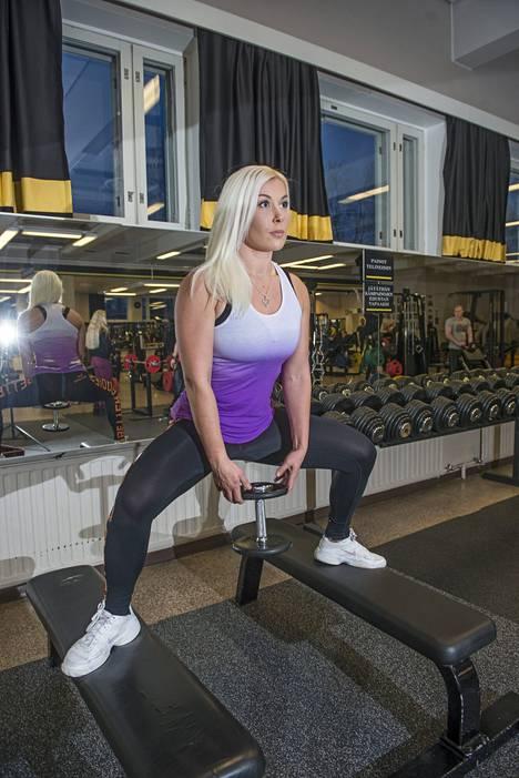 Camilla Törnroos tähtää Bikini Fitnessin SM-kisoihin.