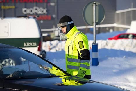 Kemiläinen opiskelija Arttu Pauna yllättyi rajanylityspaikalla autoilijoiden vihamielisestä suhtautumisesta koronatesteihin.