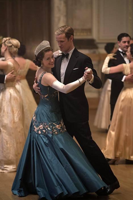 Claire Foy ja Matt Smith olivat The Crownin pääosissa kahdella ensimmäisellä kaudella.