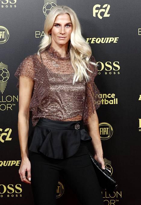 Ruotsalaispelaaja Sofia Jakobsson edustaa espanjalaista CD Tacónia.