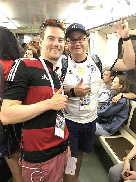 Saksalaisfaneja naurattaa, vaikka maajoukkue aloitti turnauksen heikosti.