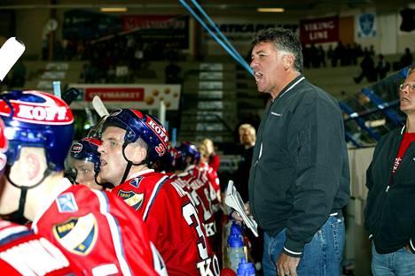Doug Shedden valmensi HIFK:ta kauden 2005–2006. Kuva elokuun harjoitusottelusta.
