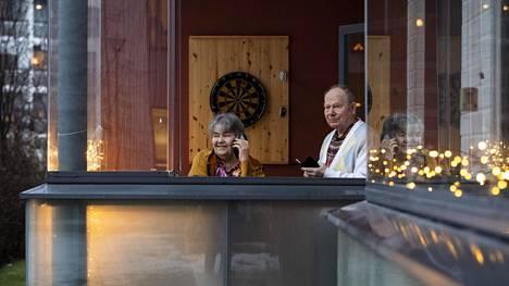 Hillevi ja Veikko Rekinen aikovat jouluna viettää aikaa tyttären perheessä Oulussa.