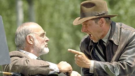Henry Jonesin (Sean Connery) ja hänen poikansa Indiana Jonesin (Harrison Fordin) välit ovat kireät Steven Spielbergin ohjaamassa seikkailussa Indiana Jones ja viimeinen ristiretki.