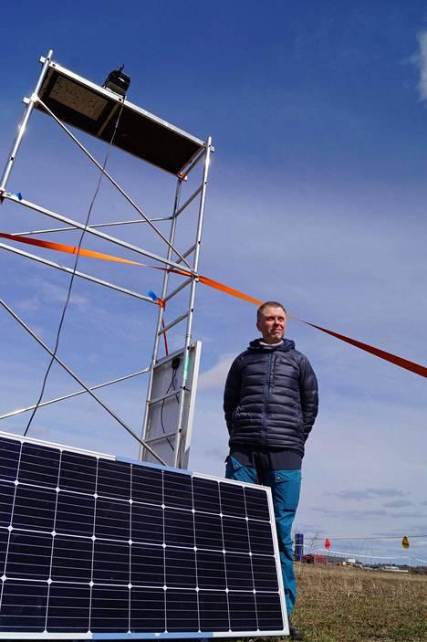 Luken tutkijaprofessori Jukka Forsmanin mukaan Hanhipelto-hankkeen kunniahimoinen tavoite on saada hanhien viljelyksille aiheuttamia vahinkoja pienenemään muun muassa lasertykkien avulla.