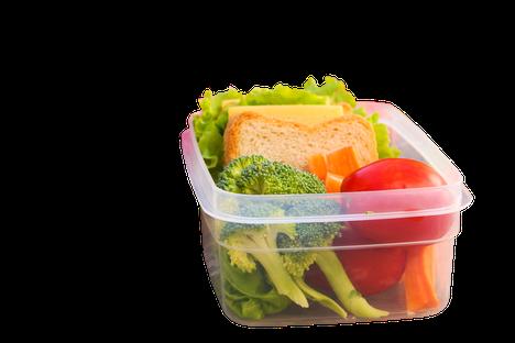 Haluaisitko syödä terveellisemmin? Pilko hedelmät ja vihannekset jo viikonloppuna valmiiksi ja säilö ne rasioihin, jotta sinulla on terveellinen, nopeasti saatavilla oleva vaihtoehto arjessa.