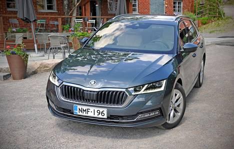 Škodan uuden ajan Octavia on edennyt jo neljänteen sukupolveensa. Auton myyntivalttina on jo pitkään ollut tehokas tilankäyttö, ja nyt voimalähdevalikoima on entistäkin laajempi.