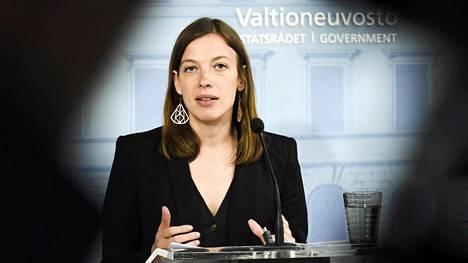 Vasemmistoliiton puheenjohtaja Li Andersson vakuuttaa Turun Sanomille, ettei hän ole ollut edesauttamassa valtiosihteerinimitystä.