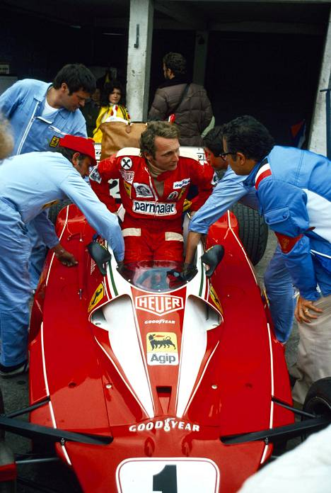 Niki Lauda kuvattuna Ferrarissaan vuonna 1976.
