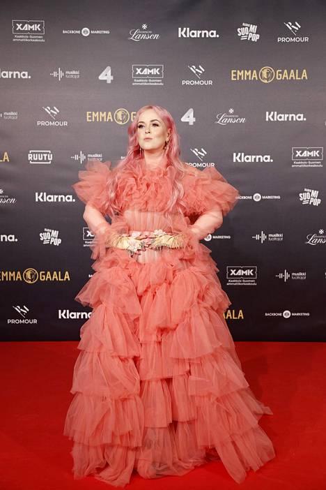 Laulaja Ellinoora luotti gaalaeleganssissaan vaaleanpunaiseen tylliunelmaan.