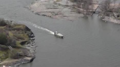 Sukellusveneen etsintää helikopterista