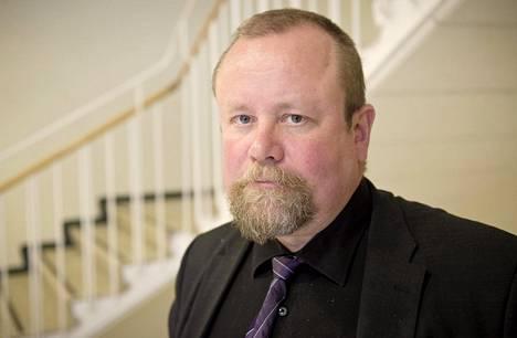 Prykiatrisen vankisairaalan vastaava ylilääkäri Hannu Lauerma on tutkinut vaihtoehtohoitojen vaaroja.