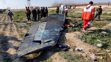 Kaikki koneessa olleet 176 ihmistä kuolivat. Suurin osa kuolonuhreista oli iranilaisia tai kanadalaisia.