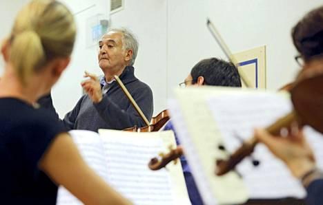 Jacques Attali on taitava orkesterinjohtaja.