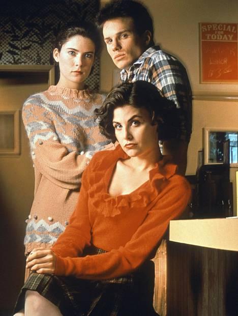 Lara Flynn Boyle (Donna), James Marshall (James) ja Sherilyn Fenn (Audrey) kuvattuna 90-luvun alussa. Flynn Boyle on ainoa kolmikosta, joka ei palaa sarjaan.