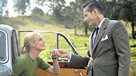 Hyväsydäminen leskimies George Bligh tapaa voimakastahtoisen sairaanhoitajan Sarah Adamsin ja ihastuu häneen.