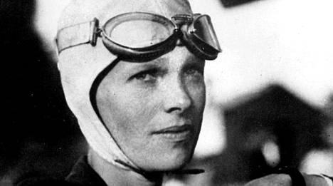 Amelia Earhart katosi maailmanympärilennolla vuonna 1937.