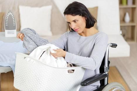 Nestemäisen pesuaineen erona jauhemaiseen pyykinpesuaineeseen on muun muassa se, ettei nestemäisessä pyykinpesuaineessa ole valkaisuainetta.