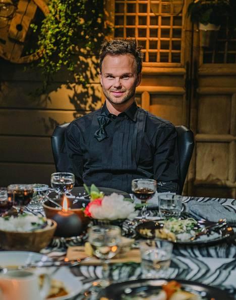 Ylönen kertoo Vain elämää -sarjassa harvinaisen avoimesti elämästään ja muun muassa siitä, miten hän laittoi korkin lopullisesti kiinni vuonna 2008.