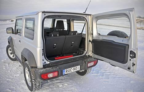 Suzuki ei ole saanut Jimnyn tuotantoa kysyntää vastaavalle tasolle.Suomessa autoa on joututunut jonottamaan yli vuoden. Meillä myytiin viime vuonna satakunta Jimnyä, mikä on auton koko ja hinta huomioiden huima määrä – pikku-Suzuki ei ole nimittäin mikään halpis.