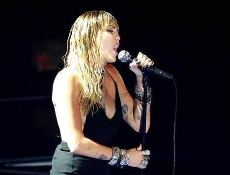 Miley Cyrus esiintyi maanantaina MTV VMA -palkinnonjakotilaisuudessa.