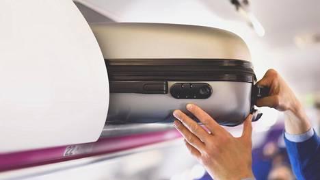 Lentoemäntä paljastaa, miksi matkustajien matkatavaroiden kantaminen ei välttämättä nappaa.