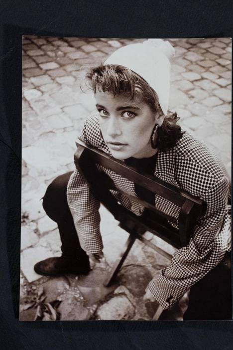 """Vuosi 1984. """"Työskentelin kesän Pariisissa mallitoimisto Eliten kautta. Kesä opetti itsenäisyyttä ja pärjäämistä."""""""