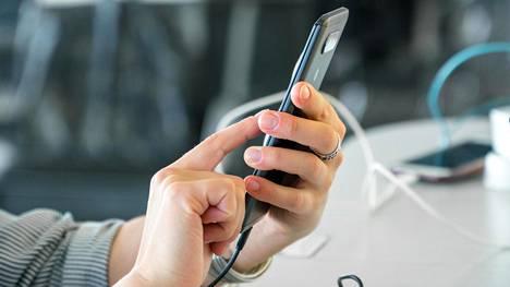 Julkisten tilojen USB-portteihin liittyy tietoturvauhka, Forbes kertoo.