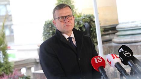 Petteri Orpo sai viikonloppuna selvittää kokoomuksen sisäistä tilaa medialle. Kuva on otettu 25. helmikuuta, kun puoluejohtajat kokoontuivat Säätytaloon neuvottelemaan koronatoimista.