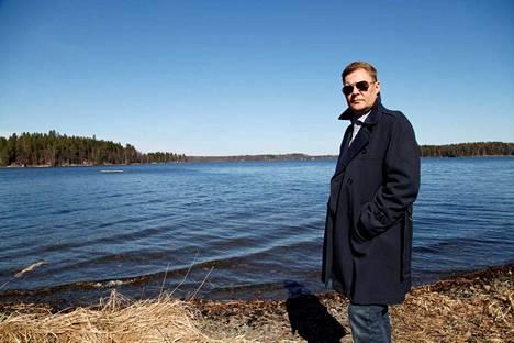 Pertti Salovaaralta ilmestyy syksyllä runokirja nimeltään Vastustaa.