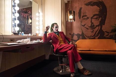 Joaquin Phoenixin esittämä Arthur Fleck haaveilee stand up -koomikon urasta.