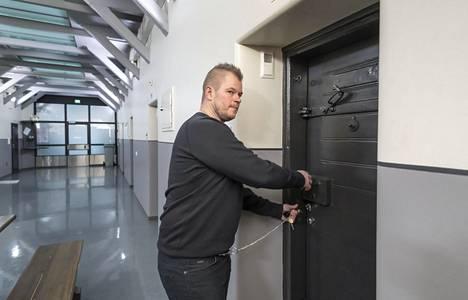 Ari-Pekka Pajuluoma on entinen vanginvartija.