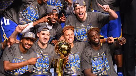 Golden State Warriors voitti NBA:n mestaruuden 40 vuoden tauon jälkeen.